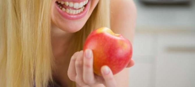 Alimentos que ajudam a manter os dentes limpos